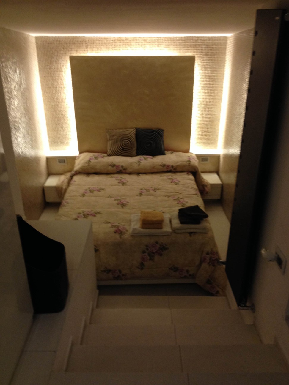 rome bedroom