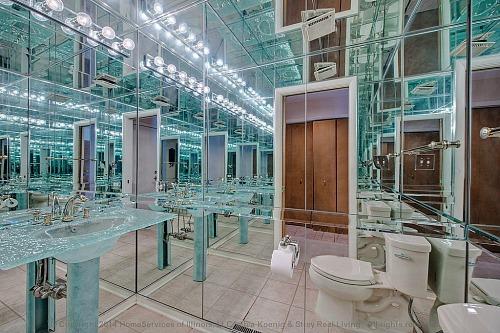mirrored-bathroom